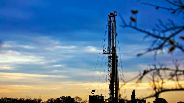 Puits d'exploitation du gaz de schiste au Texas